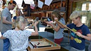 A Champéry, la rue du Village se transforme en temple du jeu