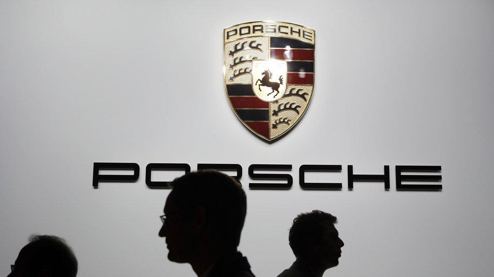 Gaz d'échappement: des modèles de Mercedes et de Porsche interdits de circuler en Suisse