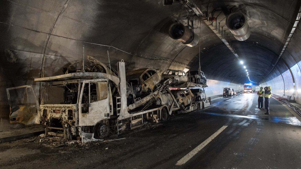 Camion en feu dans un tunnel
