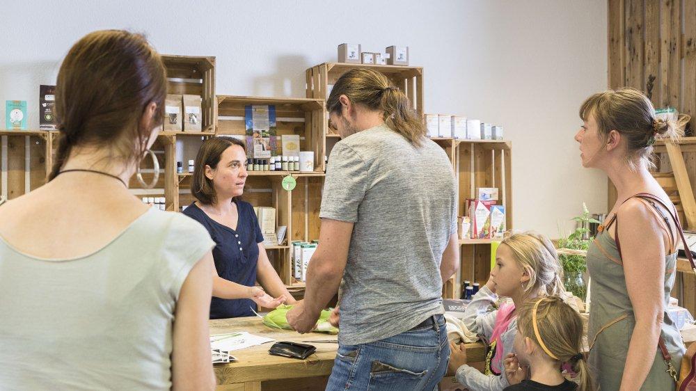La Cagette 1971 à Champlan est un magasin participatif, le premier du genre en Valais.