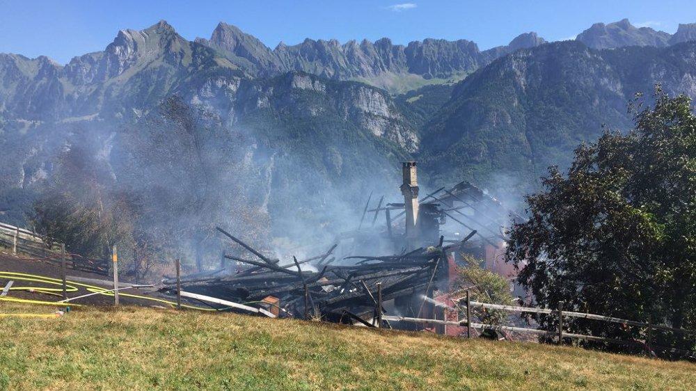 St-Gall: les pompiers de Flums manquent d'eau, une maison totalement détruite par les flammes