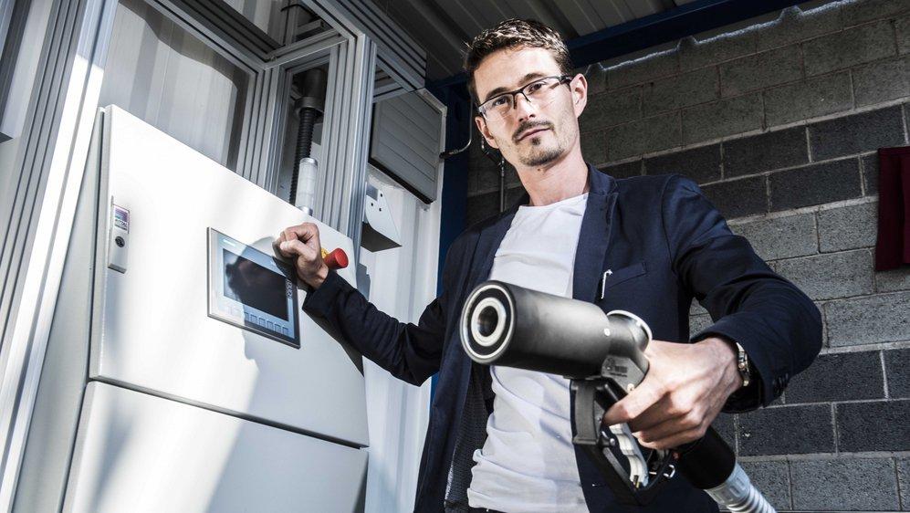Heron Vrubel, collaborateur de l'EPFL, qui a supervisé les recherches sur l'hydrogène à Martigny. La station restera encore en service.
