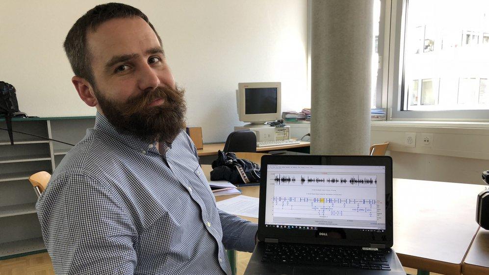 Le linguiste français Mathieu Avanzi mène en ce moment une enquête sur les rapports qu'entretiennent les patois et le français parlés dans le canton.