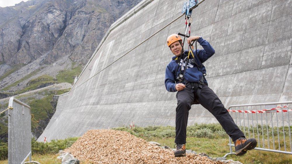 On a testé pour vous la tyrolienne du barrage de la Grande-Dixence, l'une des plus longues de Suisse