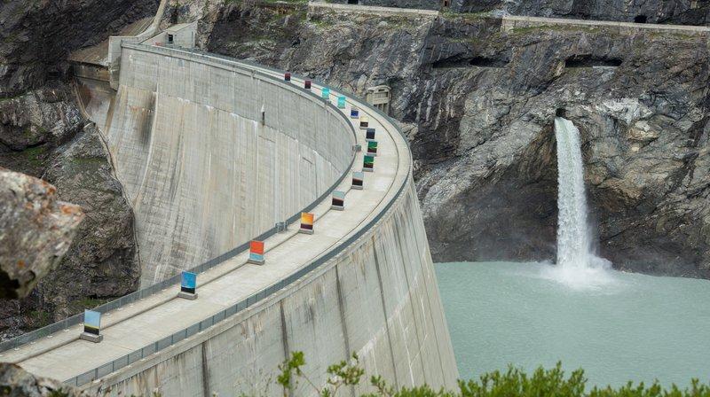 Le barrage de Mauvoisin fait partie des complexes hydroélectriques dont les concessions seront renégociées. De nouvelles normes environnementales entreront alors en vigueur, normes qui pourrait faire chuter la production électrique de 11% selon une étude.