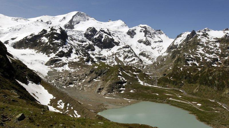 """Environnement: des citoyens suisses lancent l'""""initiative pour les glaciers"""" qui veut interdire les combustibles fossiles après 2050"""