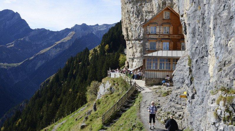 Trop de touristes: les gérants de la mondialement célèbre auberge Aescher jettent l'éponge