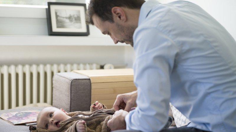 Société: une commission fédérale propose un congé parental de 38 semaines