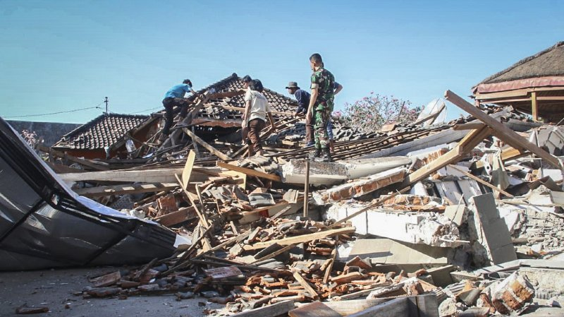 Séisme en Indonésie: une centaine de morts, plus de 2000 touristes évacués