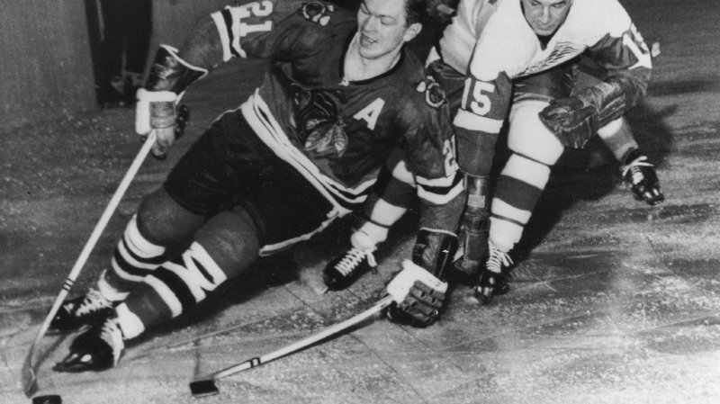 Hockey sur glace: la légende de la NHL Stan Mikita est mort à l'âge de 78 ans
