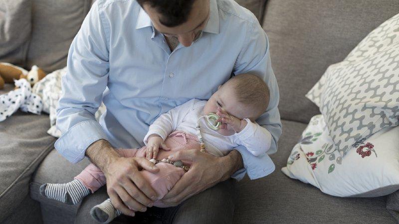 Une commission du Conseil des Etats propose un congé paternité de deux semaines