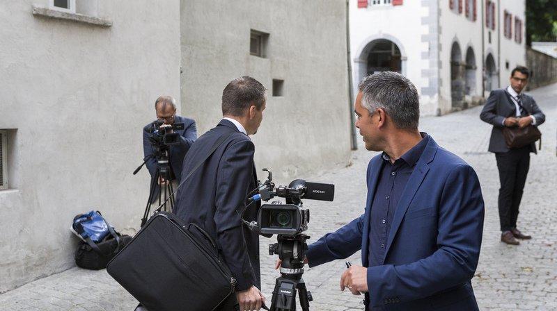 Six médias sont présents au Tribunal de district de Brigue pour suivre le procès.