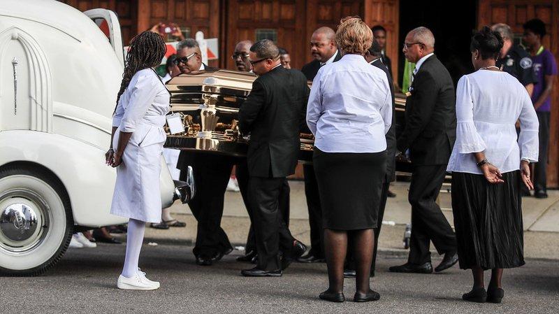 Au départ réservées à la famille et aux proches, les funérailles d'Aretha Franklin accueillent finalement 1'000 fans.