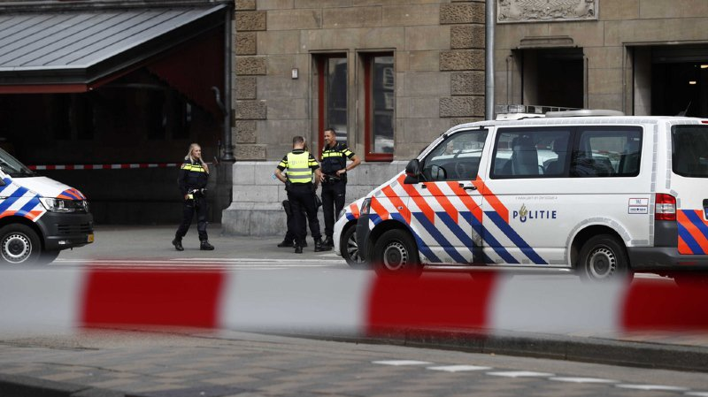 Amsterdam: 2 blessés dans une attaque au couteau, suspect neutralisé