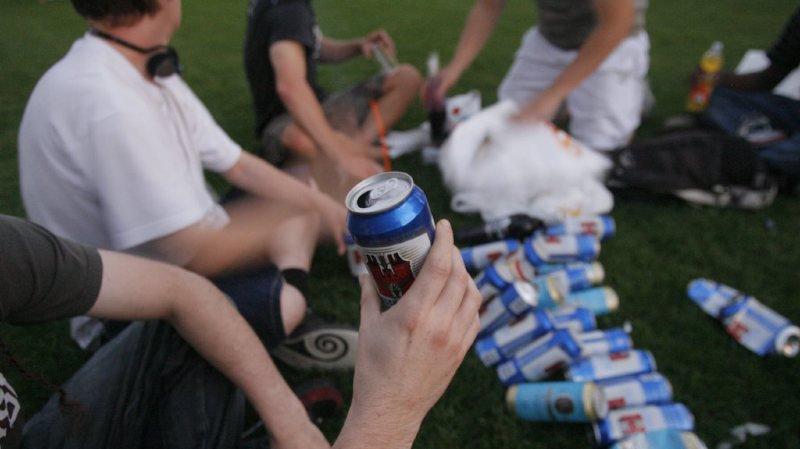 Les ventes illégales d'alcool à des jeunes restent trop nombreuses en Suisse