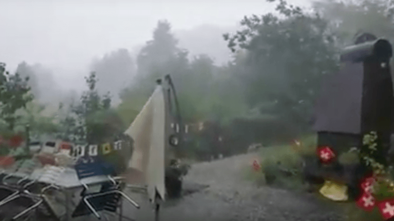 Intempéries: la Suisse orientale sous l'eau après de violents orages, festival annulé, touristes évacués