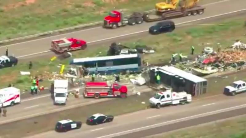 L'accident s'est produit en début d'après-midi sur une autoroute située près de la ville de Thoreau, à environ 160 kilomètres à l'ouest d'Albuquerque, ont précisé les forces de l'ordre.
