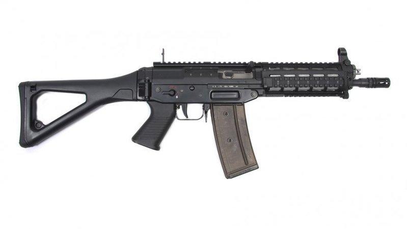 Les fusils d'assaut introduits sont des Fass 90 version courte.