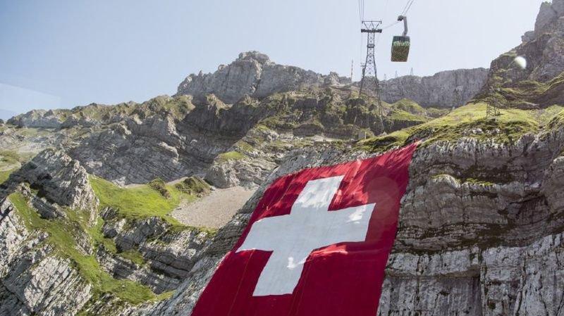 Du pole dance enceinte, Titeuf au coeur d'une polémique ou une mort programmée qui choque… l'actu suisse vue du reste du monde