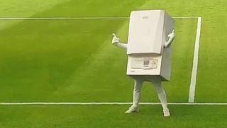 Football: la nouvelle mascotte du club anglais West Bromwich Albion est... une chaudière