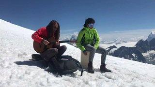 Le chanteur Vanupié joue un concert au Pigne d'Arolla, à 3790 mètres d'altitude