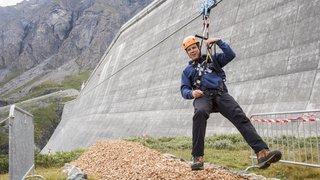 On a testé pour vous la tyrolienne du barrage de la Grande Dixence, l'une des plus longues de Suisse