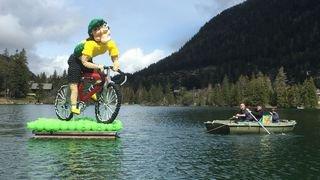 Des sculptures de ballons géantes sur le lac et un festival de musique à Champex