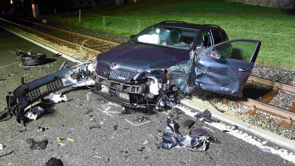 Un accident projette une voiture sur la voie ferrée: deux blessées (LU)