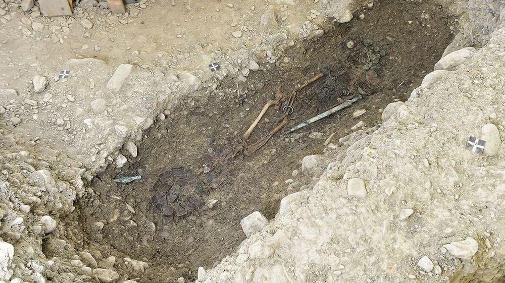 Découvrez notre survol des découvertes archéologiques de Sion.