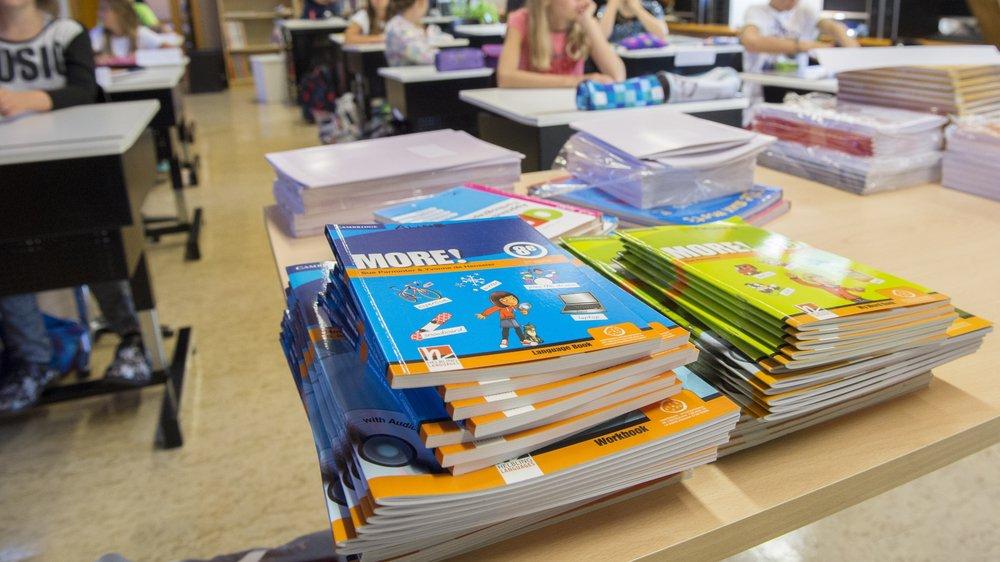 Communes et canton du Valais devront se répartir les frais scolaires. Le matériel et les fournitures de base seront à leur charge.