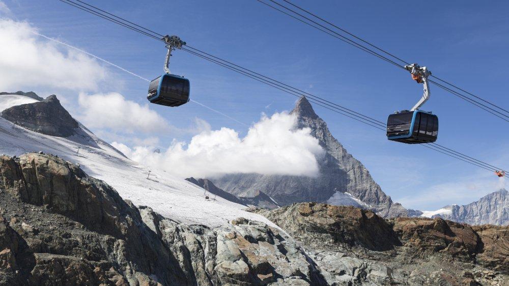 La nouvelle installation «Matterhorn glacier ride», composée de 25 cabines, permet de transporter  2000 personnes par heure.