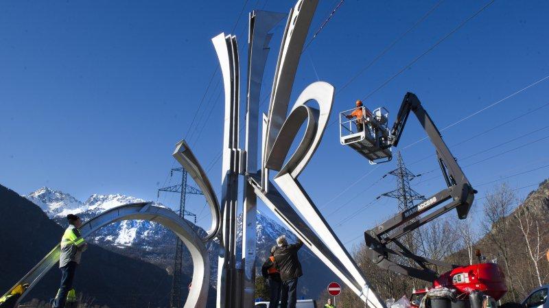 Martigny: le vent endommage la sculpture du giratoire à la sortie d'autoroute