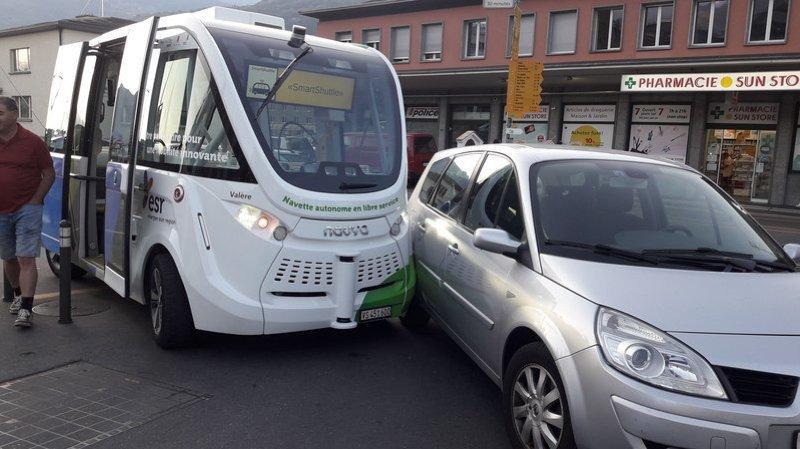 Collision voiture – navette autonome à Sion: CarPostal fait son mea culpa