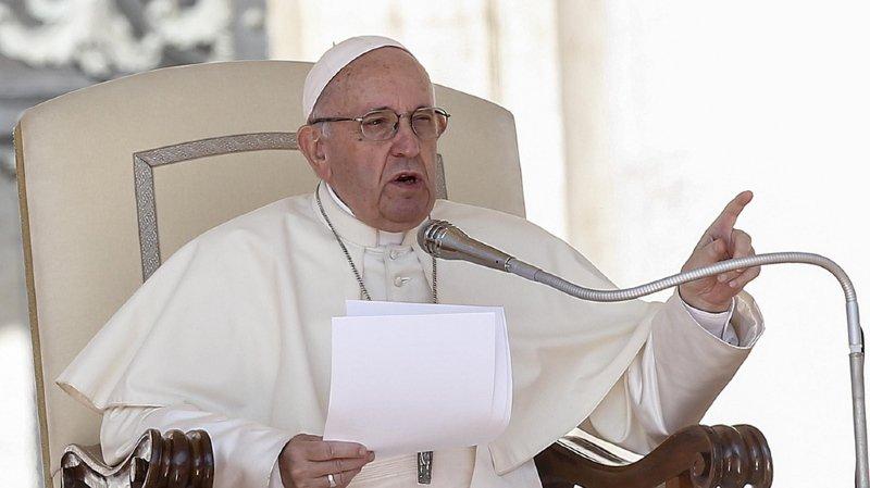 Lui-même accusé d'avoir couvert des actes de pédophilie, le pape veut entendre tous ses évêques.