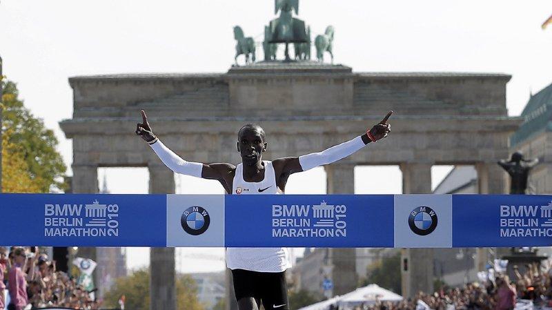 Marathon de Berlin: le Kényan Kipchoge pulvérise le record du monde