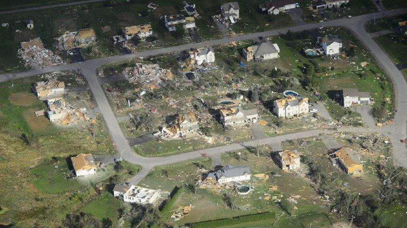 """Tornade dans la région d'Ottawa: une """"zone de guerre"""", dit le maire"""