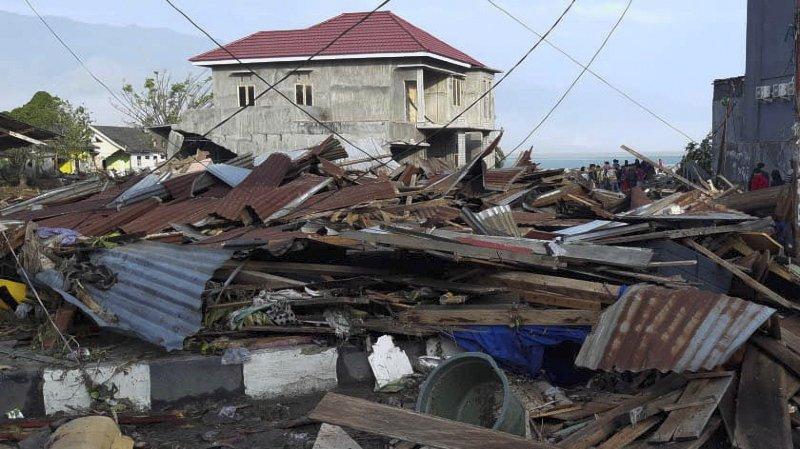 Le bilan grimpe à 832 morts — Séisme en Indonésie