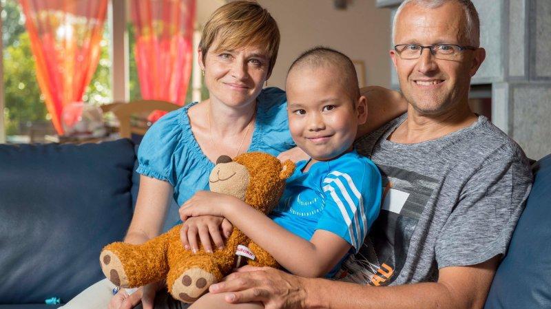 Eliott, qui fête aujourd'hui ses 8 ans, a pu compter sur le soutien sans faille de ses parents pour l'accompagner dans sa lutte contre la leucémie.
