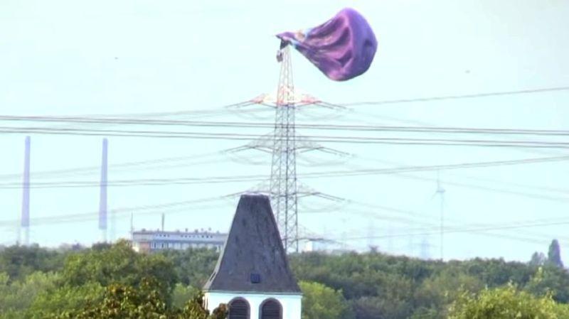 Allemagne: une montgolfière s'écrase contre un pylône à 65m du sol