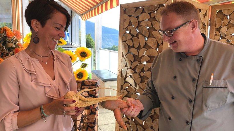 Le chef de cuisine Gilles Fragnière a décroché le label Amaterra décerné par Christelle Dayer, coordinatrice Fourchette verte Valais. Le home des Crêtes n'hésite plus à utiliser des légumes aux formes bizarres pour réaliser des menus sains.