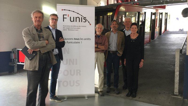 Le comité de l'association F'unis pose dans la gare du funiculaire SMC de Sierre.