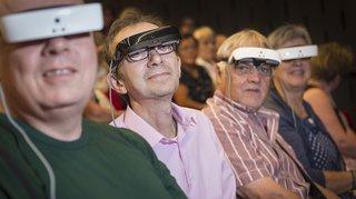 Des lunettes révolutionnaires pour malvoyants testées lors d'une pièce de théâtre à Martigny