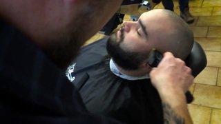 Valais: ce barbier sédunois se lance le défi de raser pendant 24 heures