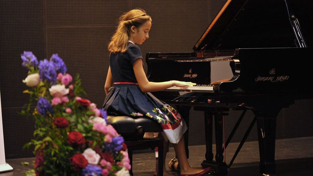 A 12 ans, Stella Almondo de Monaco participe à son premier grand concours international.