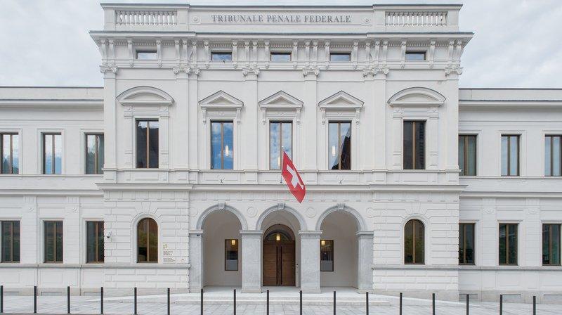 Le procès pour fraude commerciale contre trois Suisses s'est ouvert lundi devant le Tribunal pénal fédéral à Bellinzone.