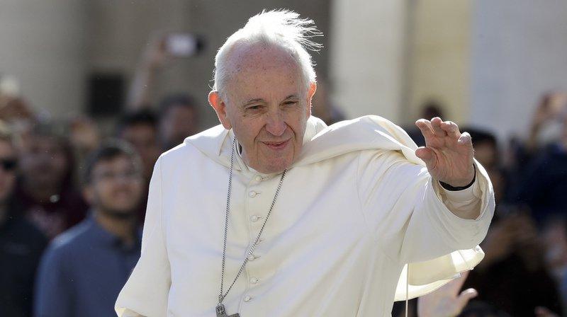 Avortement: les médecins dénoncent la comparaison du pape entre l'IVG et le recours à un tueur à gages