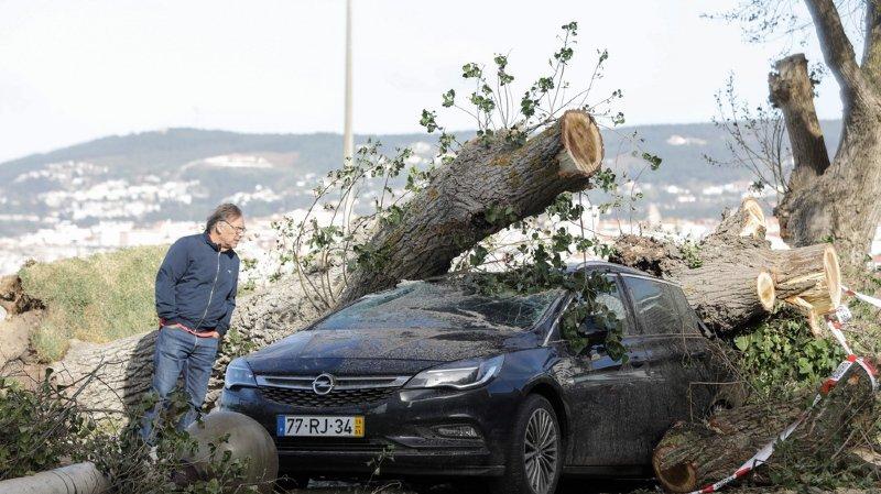Météo: avec des vents à 176 km/h, la tempête Leslie frappe le Portugal et l'Espagne