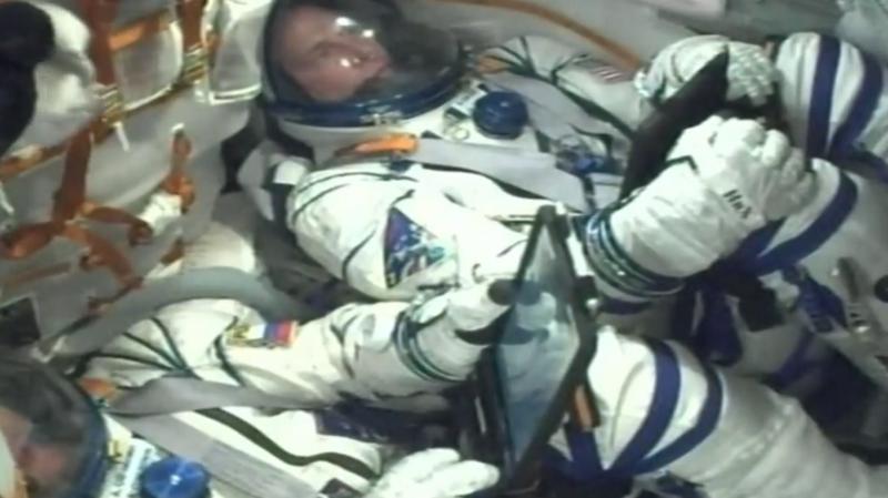Peu après le décollage, la fusée Soyouz tombe en panne et deux astronautes atterrissent en urgence