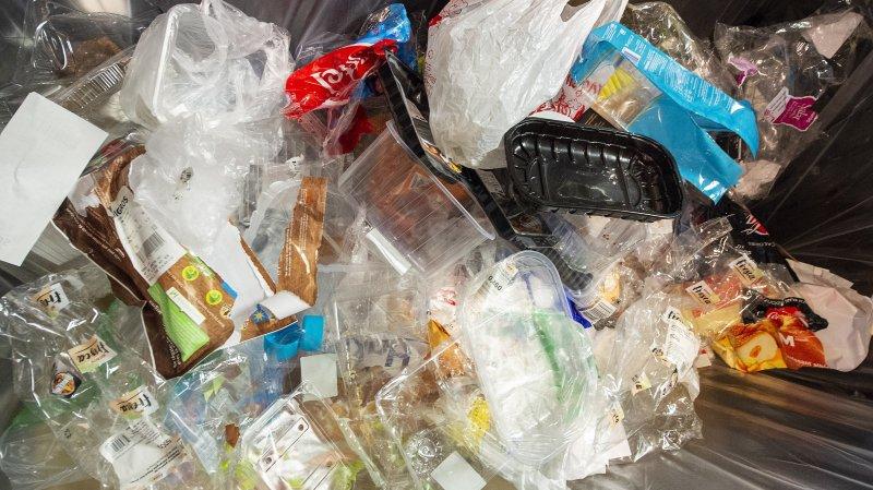 """""""Le plastique représente 20% du poids d'un sac poubelle standard"""", estime Edi Baltter, directeur de la Satom."""