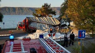 Train contre camion:seize blessés légers